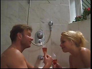 salope allemande mere et fille  baiser..