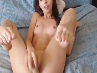 Horny College Webcam Babe Masturbate her..