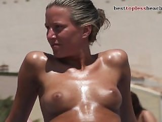 Sexy girl Topless on the Beach